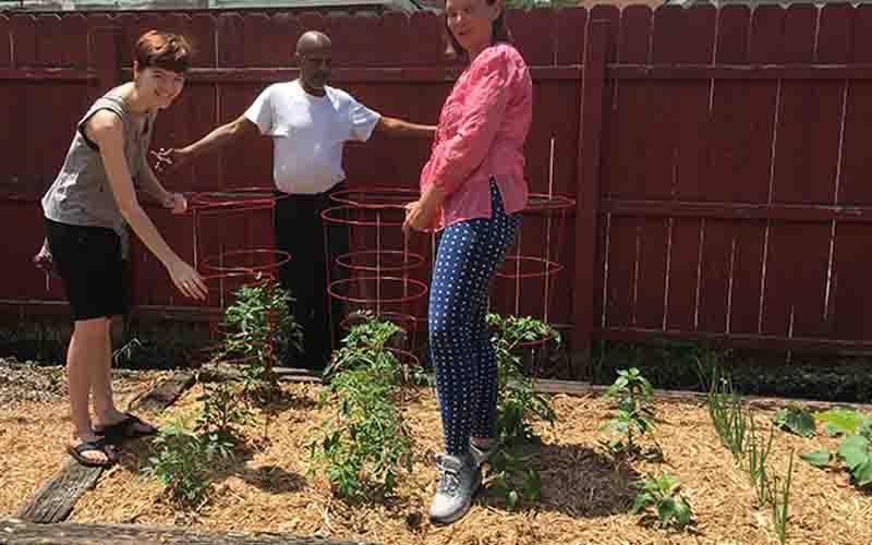 United Relief Foundation Eddie Beard Vet House additional planting volunteers
